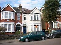 3 bedroom flat in Devonshire Road, Palmers Green