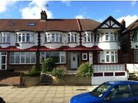 2 bedroom flat in Bowes Road, Arnos Grove