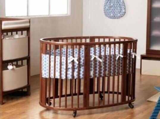 Stokke Sleepi Crib in Mahogany wood. Used in great condition.