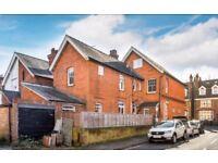 2 bedroom flat with private patio, York road, Guildford, GU1
