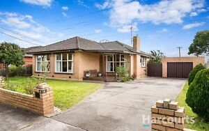 Pretty House 500m way close to Reservior keon park station Reservoir Darebin Area Preview