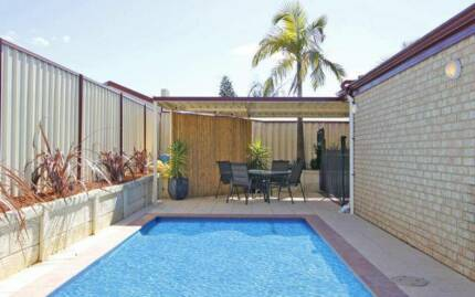 Spacious Room for Rent - MODERN House - Swimming Pool-Marangaroo