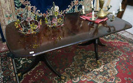Regency style twin pedestal mahogany dinning table with the extension