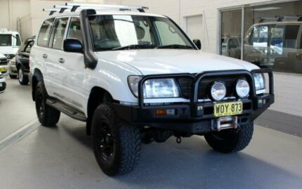 2000 Toyota Landcruiser HZJ105R (4x4) White 5 Speed Manual 4x4 Wagon Condell Park Bankstown Area Preview