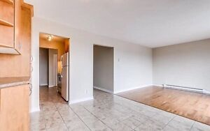 Condo (Style De Luxe) 2-Bedrooms !!!Available Now!!!