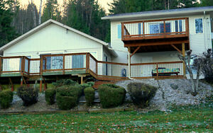 Lakehouse Paradise on the Shuswap