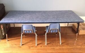 School-quality play table and 2 chairs