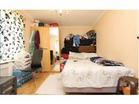Double room in Costum House, E16