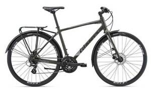 GIANT 2018 CROSS CITY BICYCLE (Disc Equipped) Near New Condition