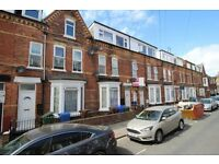 Recentley refurbished Large 2 bedroom 1st floor flat available now