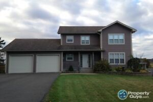 Elegant 4 bed home minutes to downtown Sackville