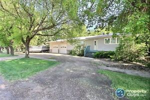 NEW LISTING! 4 bed 2 bath in Meota, steps away from boating!