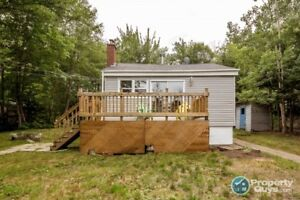 Ideal starter home, close to amenities & lots of privacy