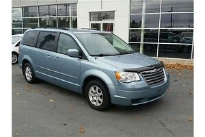 2010 Chrysler TOWN & COUNTRY TOURING DVD LEATHER