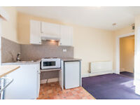 Beautiful studio flat in Streatham Hill. Water Rates included.