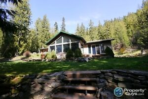 Gorgeous 3 bed Home on 3.8 acres, Boswell BC 197501