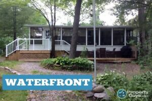 2 Bedroom Waterfront Cottage, close to amenities