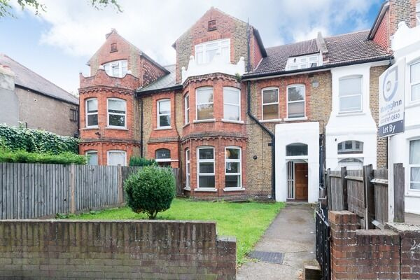 Cosy studio flat in Streatham Hill. C-TAX AND WATER RATES INCLUDED