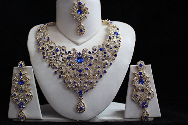 Your Guide to Blue Diamond Jewelry Sets