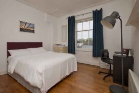 Amazing room, friendly flatmates, Westfield shopping centre nearby