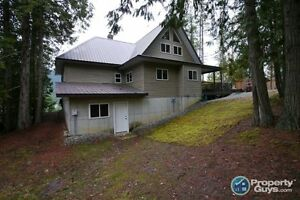 Waterfront loft home on 1.7 acres Kootenay Bay 197943