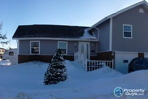 Beautiful & immaculately maintained family home!