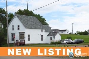 NEW LISTING! 3 Unit income property in Saint Andrews