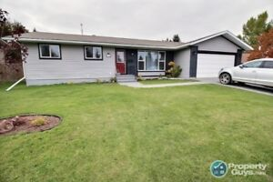 Located close to 3 schools, walking paths, on a quiet cul de sac