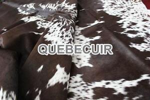 COWHIDE RUG CHOCOLATE AND WHITE. TAPIS EN PEAU DE VACHE.