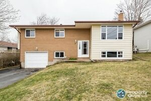 Spacious 3 bed, 2 bath +den home, close to schools & amenities