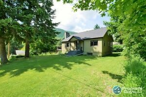 Move-in ready 4 bed home in Robson, Castlegar  Sign #198113
