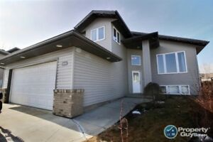 Alberta side 3 bed/2 bath 1300 sq ft bi-level in a cul-de-sac