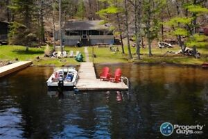 Waterfront Cottage with a Captivating View on Go Home Lake