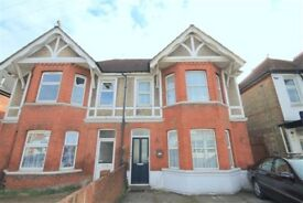 4 bedrooms house Ashley road Parkstone for big family or family sharing