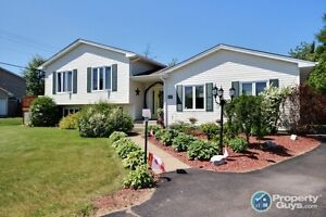 Gorgeous 4 bed, bright and open side split. NEW KITCHEN!