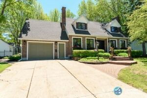Classy 3 bed/2.5 bath home with in-ground pool!