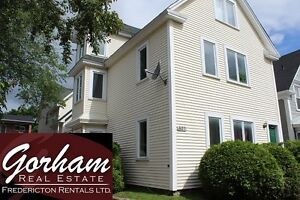 4 BEDROOM TOWNHOUSE - NOV 1ST - LAUNDRY - DOWNTOWN - 3 LEVEL