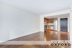 Luxury Studio Apartment with Rooftop  Pool and Gym! July 1st