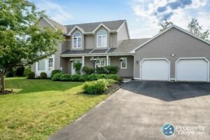 Amazing 2 storey home located on a quiet cul-de-sac