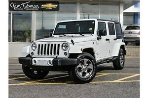 2016 Jeep Wrangler Unlimited Sahara ***LIKE NEW***