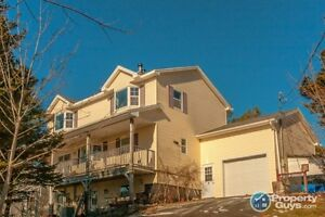 Wonderful Oceanview, 5 bed tri-level Home!