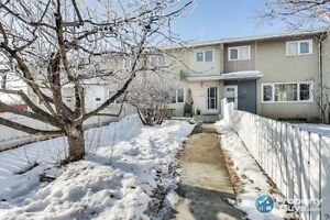 Well maintained 3 bed/2 bath, 2 storey townhouse