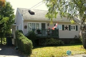 3 Bed/2 bath, 2400 sf all in a convenient central location!!