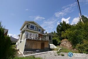 Brand new 5 bed home no renovations needed Creston 197579