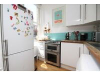 AMAZING TWO BEDROOM FLAT!! CALL NOW PARKINSONFARR ON 02084594555 TO ARRANGE A VIEWING!!