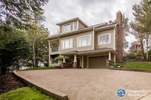 Basinview beauty close to all amenities, in a private settting