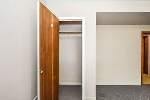 ONE ROOM AVIAIL. FOR MAY 1 - FEMALE STUDENT Kitchener / Waterloo Kitchener Area image 3