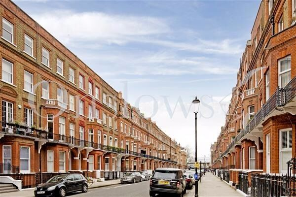 Stylish One bedroom flat with small private balcony