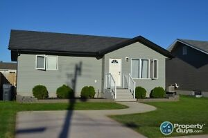 309 1st Ave N, Martensville - 5 bdrms in this super clean home!