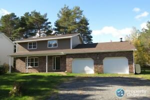 In the heart of Tatamagouche, 4 bed/2.5 bath home